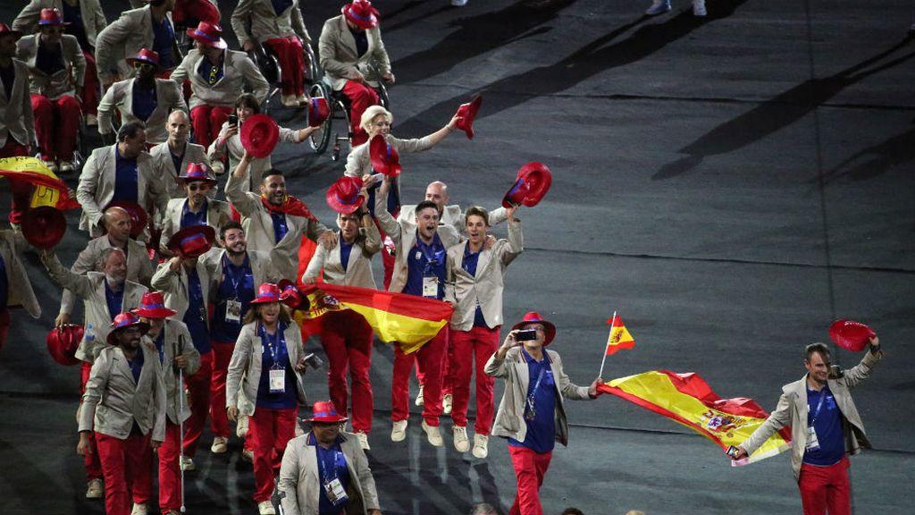Los paralímpicos españoles desfilan en Río (08/09/2016)