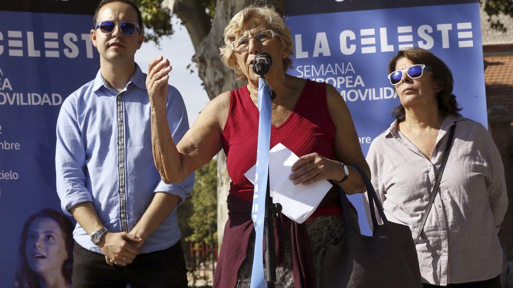 Manuela Carmena presenta nuevos ceniceros de Madrid