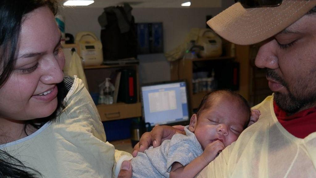 Dona más de 15 litros de leche materna después de que su bebé prematuro no la necesitara