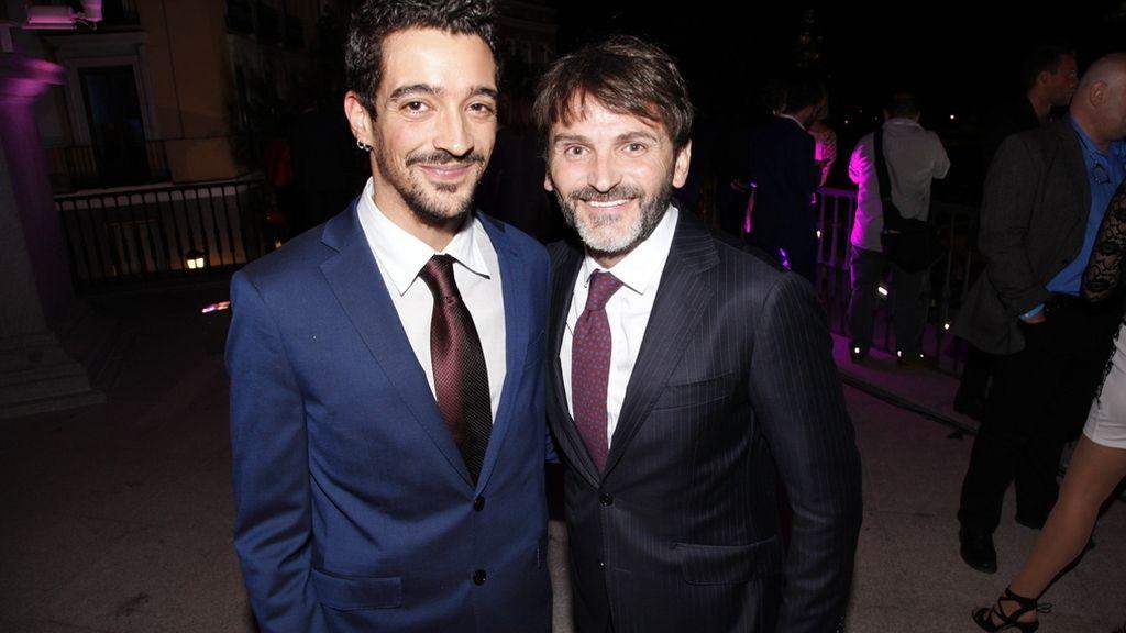 "Fernando Tejero junto a su novio Pascual Cantero, cantante del grupo ""Muerdo"""