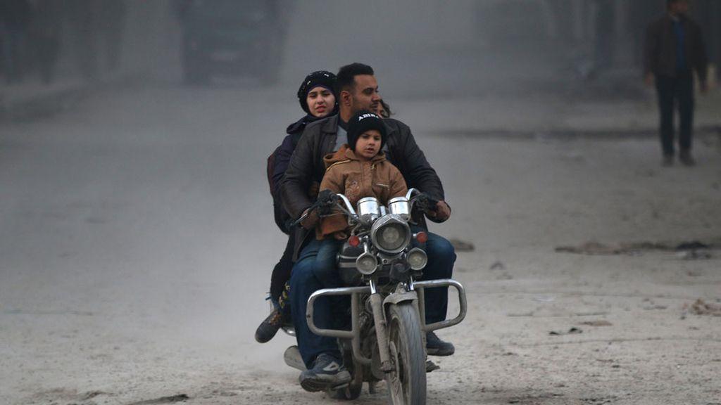 Los civiles huyen de Alepo
