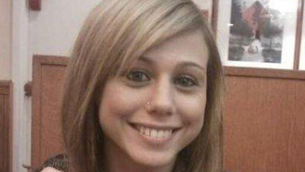 Violada en grupo, asesinada a tiros y lanzada a los cocodrilos como alimento