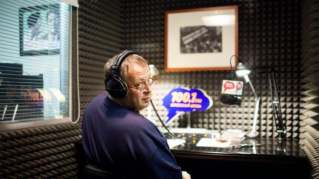 Un locutor de radio se intenta suicidar en directo