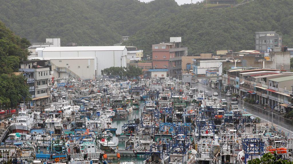 Los barcos de pesca llenan los puertos de Taiwan