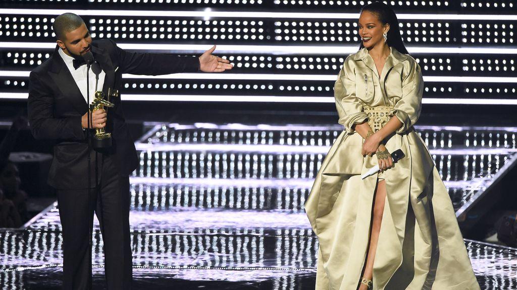 Drake y Rihanna en los MTV Video Awards 2016