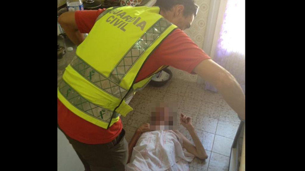La Guardia Civil rescata a un hombre mayor que llevaba días caído en el suelo de su casa