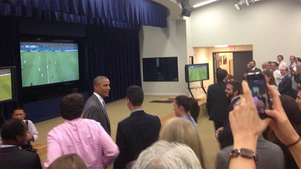 Obama sorprendió a todos sus empleados al salir a ver el partido