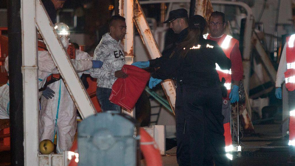 Cuarenta inmigrantes rescatados en Almería