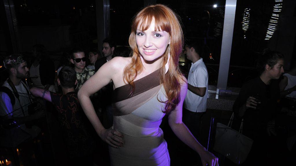 La actriz Cristina Castaño con un vestido de Motu Fashion