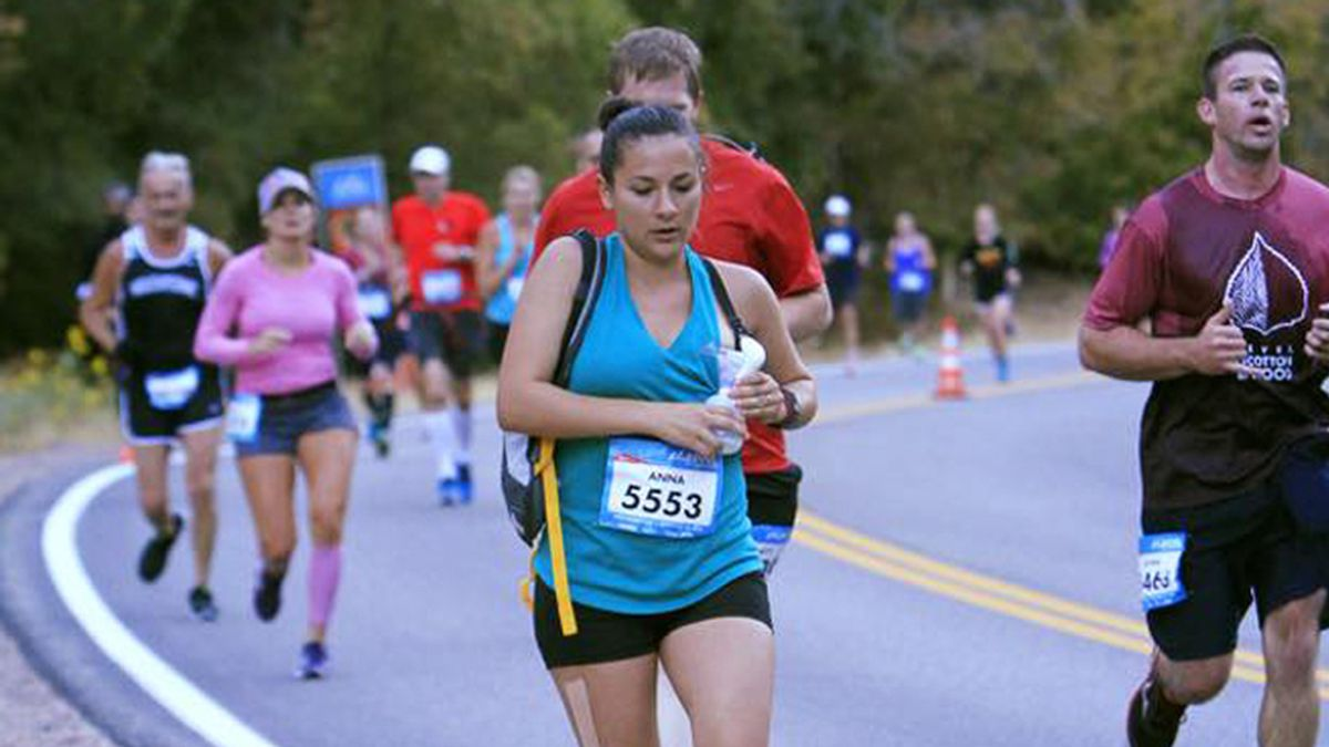 Anna Young, la madre que se sacó leche durante una maratón