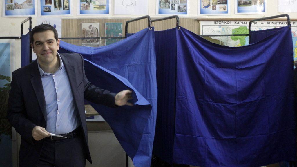 El líder de SYRIZA, Alexis Tsipras, vota en Atenas
