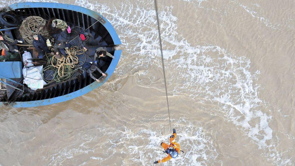 Rescate extremo en la costa China