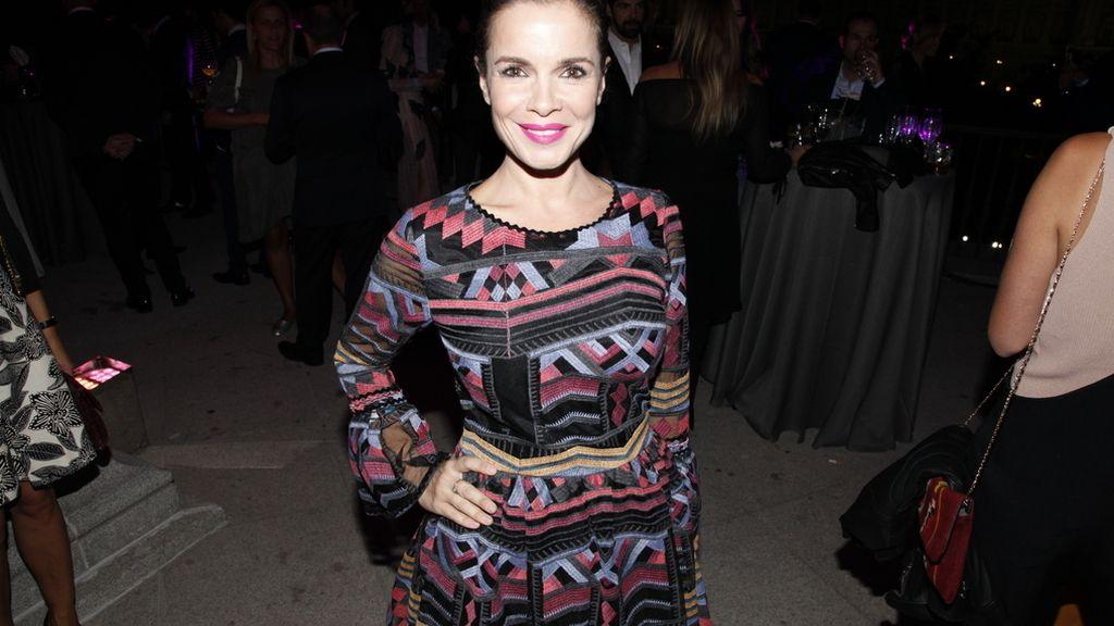 Carmen Chaparro con un bonito vestido de Apparentia
