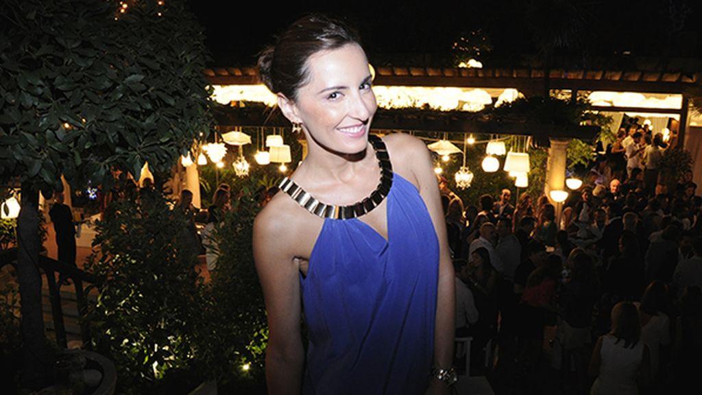 Mónica de Tomás, impecable con su vestido de la firma Ella Luna y joyas de Hevn
