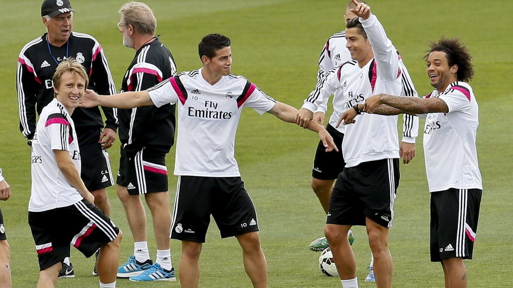 Luka Modric, James Rodríguez, Cristiano Ronaldo y Marcelo Vieira en el entrenamiento del Real Madrid