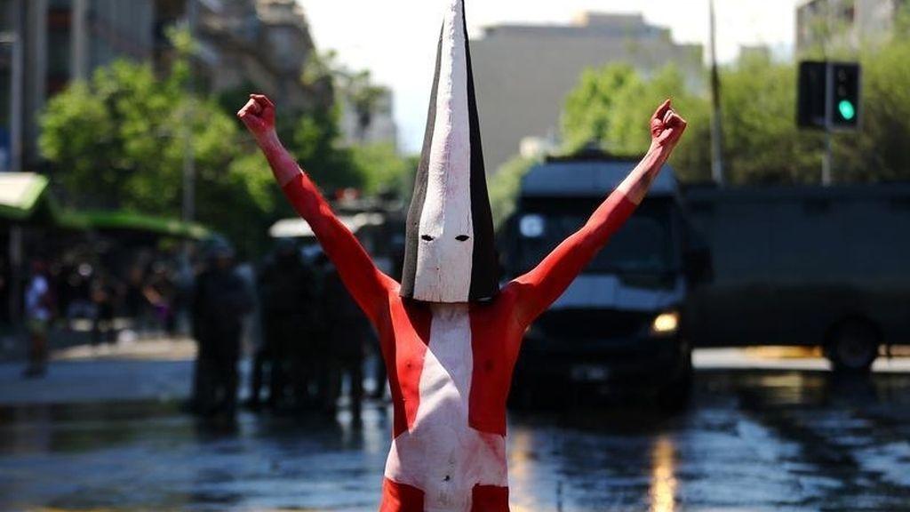 Manifestante de una tribu indígena