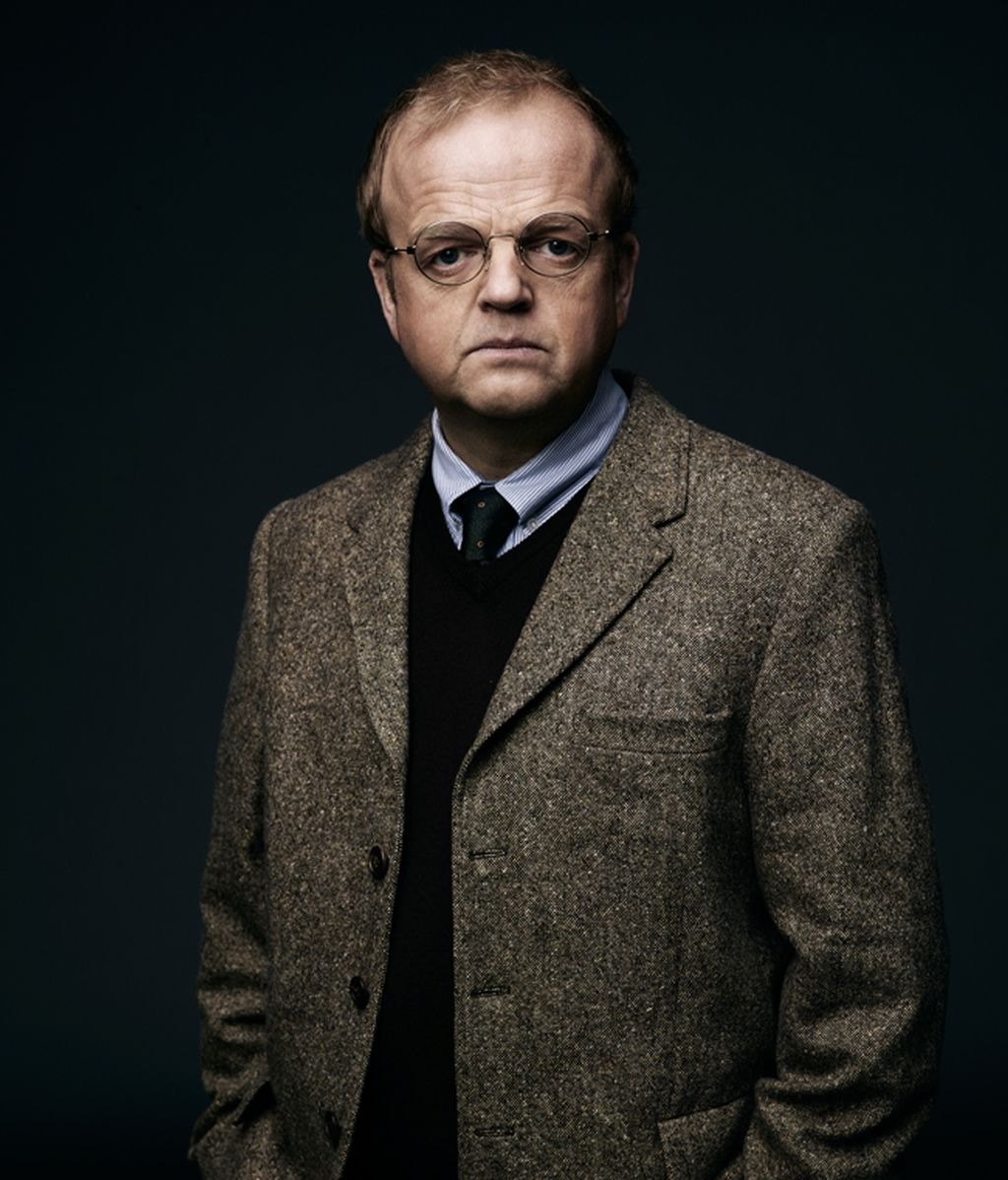Toby Jones es David Pilcher