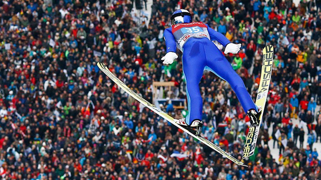 Celebrar la entrada del año con los habituales saltos de esquí (01/01/2016)