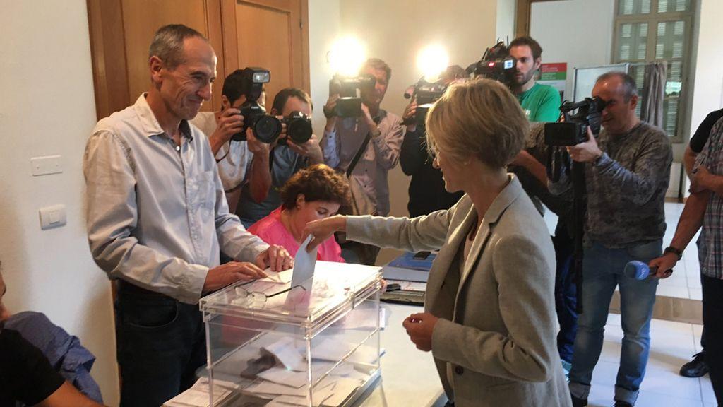 Pili Zabala votando en las elecciones vascas 2016