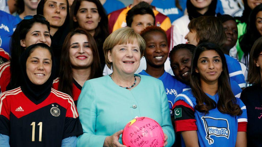 Angela Merkel a favor del fútbol femenino por selecciones (01/09/2016)