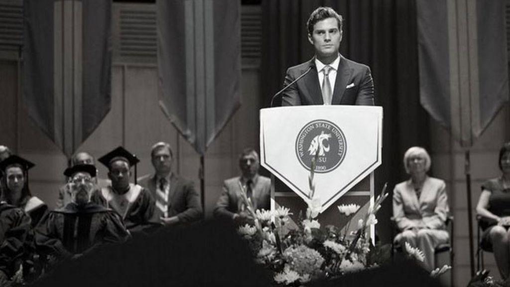 Christian Grey en la graduación de Anastasia
