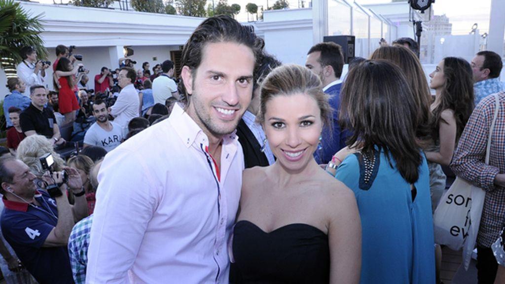 Natalia acudió a la fiesta con su novio Álex