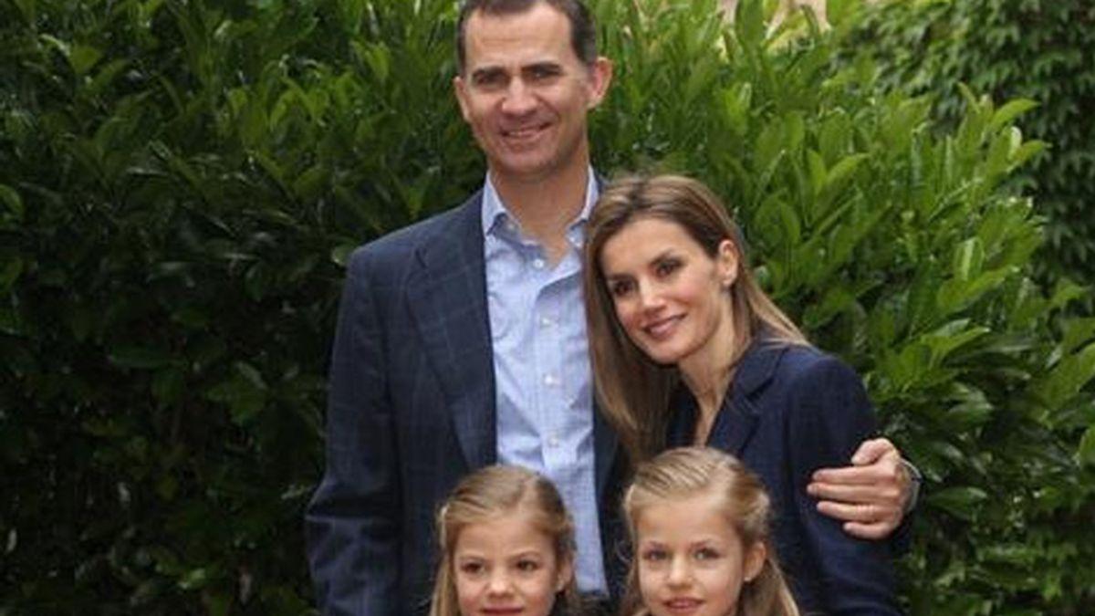 Tuit conmemorativo del décimo aniversario de boda de los Príncipes de Asturias