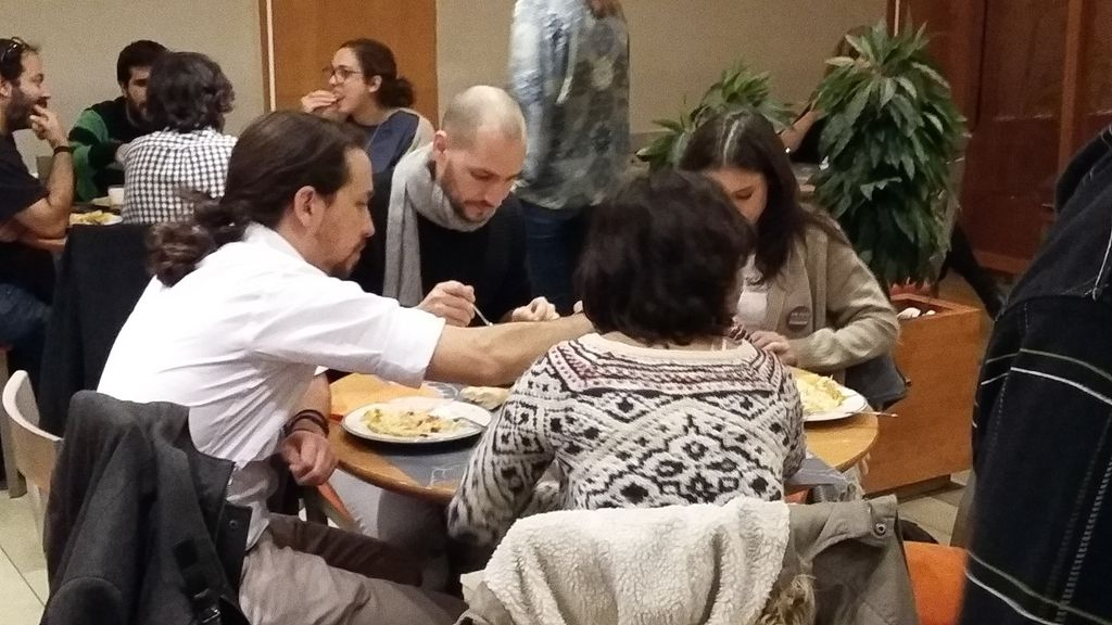 Iglesias cena con su equipo