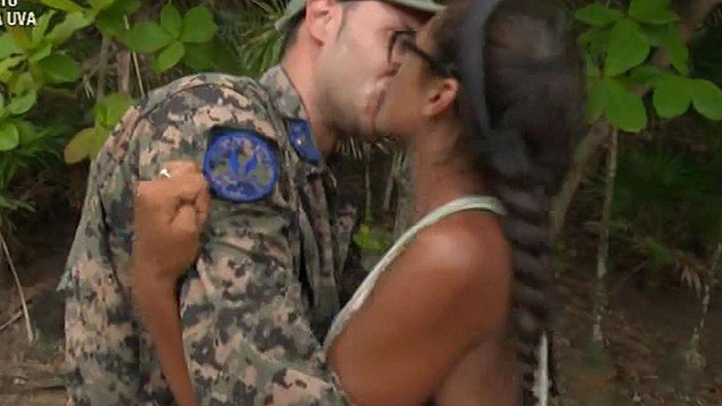 Omar sorprende a Lucía con un anillo y un tatuaje