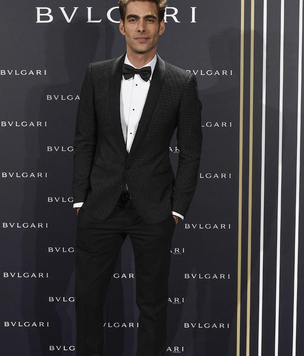 Jon Kortajarena, traje negro de estampado sutil y pajarita
