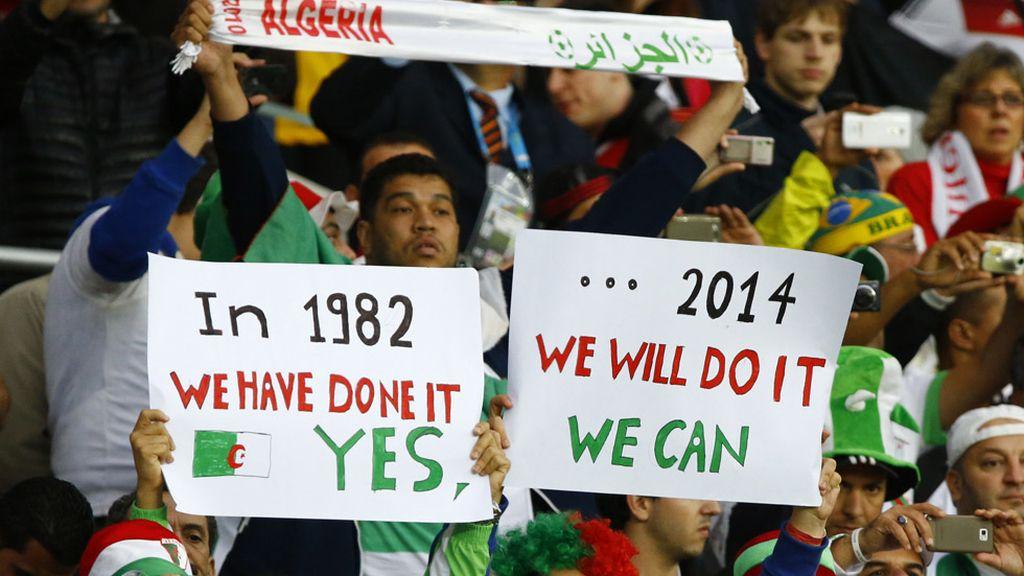 La afición argelina recordaba al inicio del partido la victoria en España´82