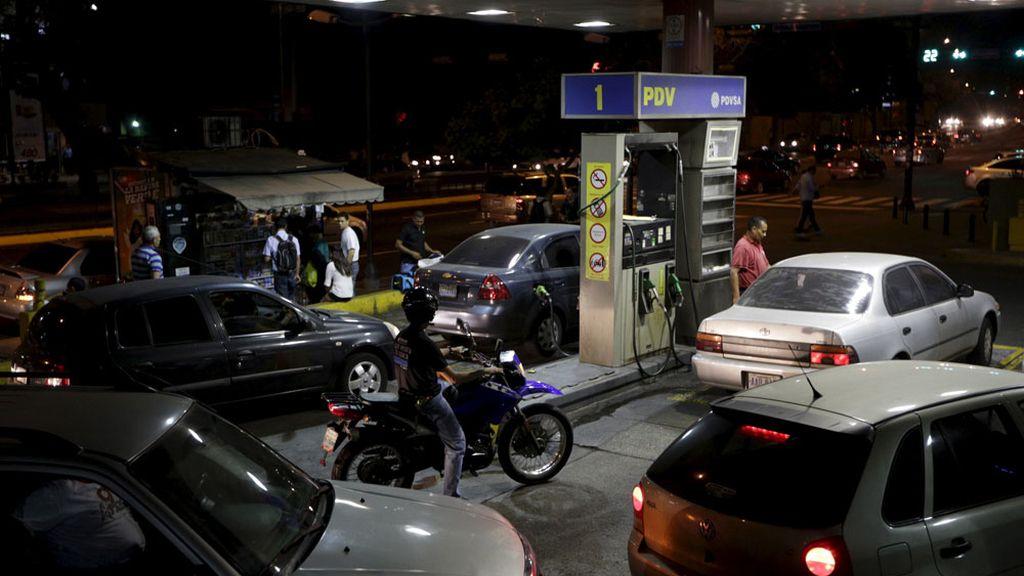 Colas en las gasolineras venezolanas