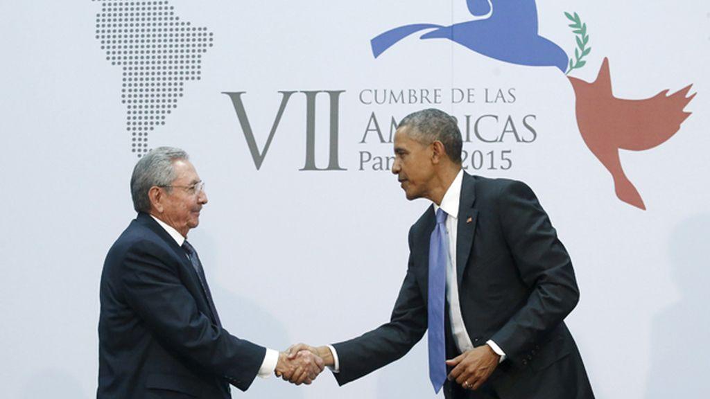 Obama y Castro en la VII Cumbre de las Américas en Panamá