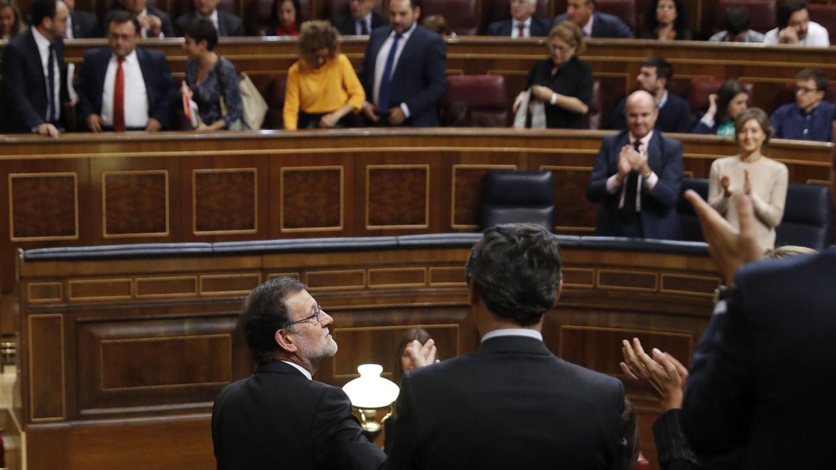 La bancada popular aplaude a Rajoy después de su discurso de investidura