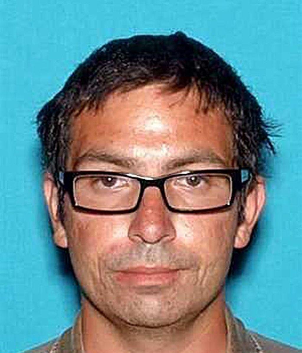 La policía abate a un hombre que entró en un cine con un hacha y un arma de perdigones