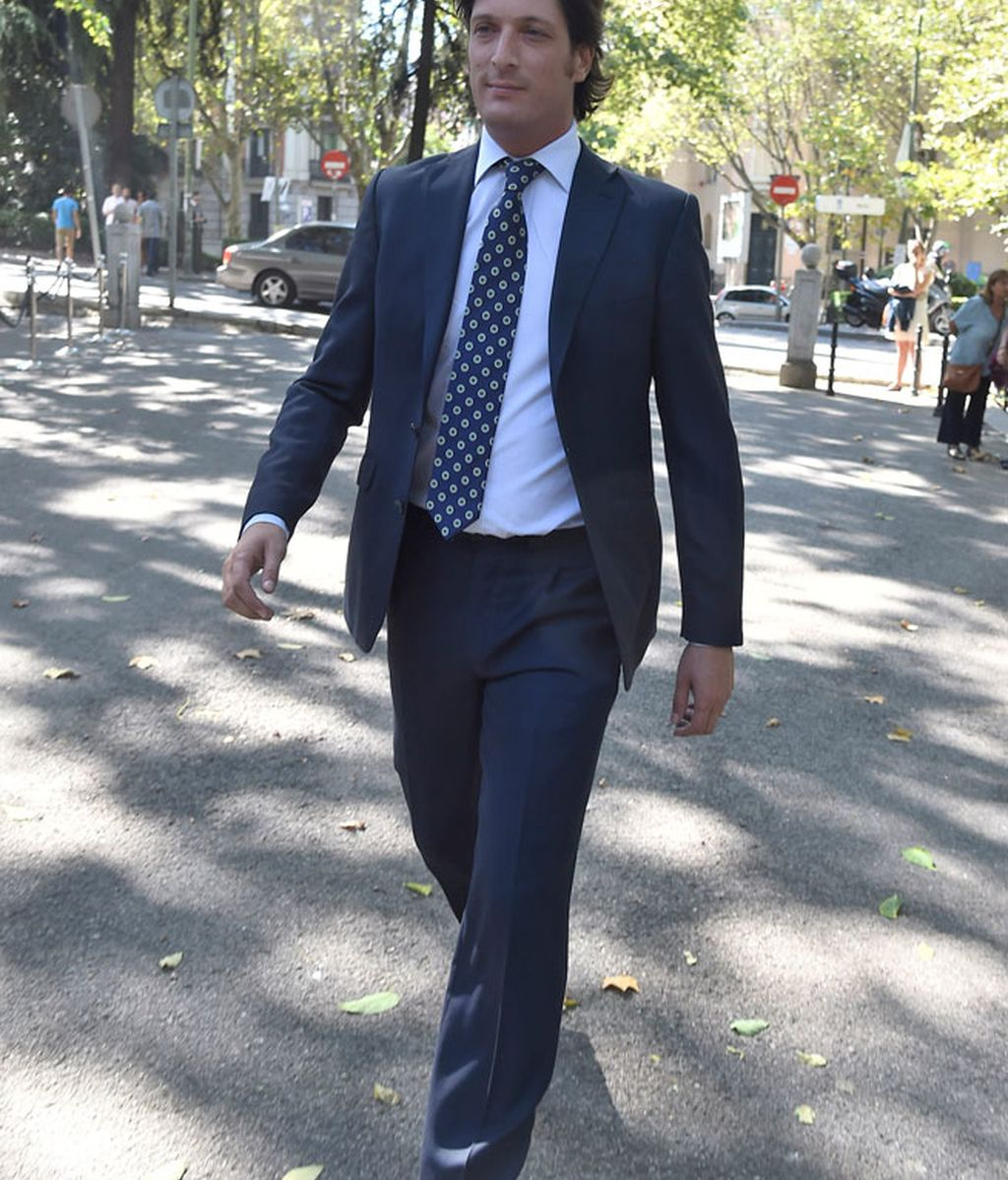 Luis Medina Abascal, de traje oscuro