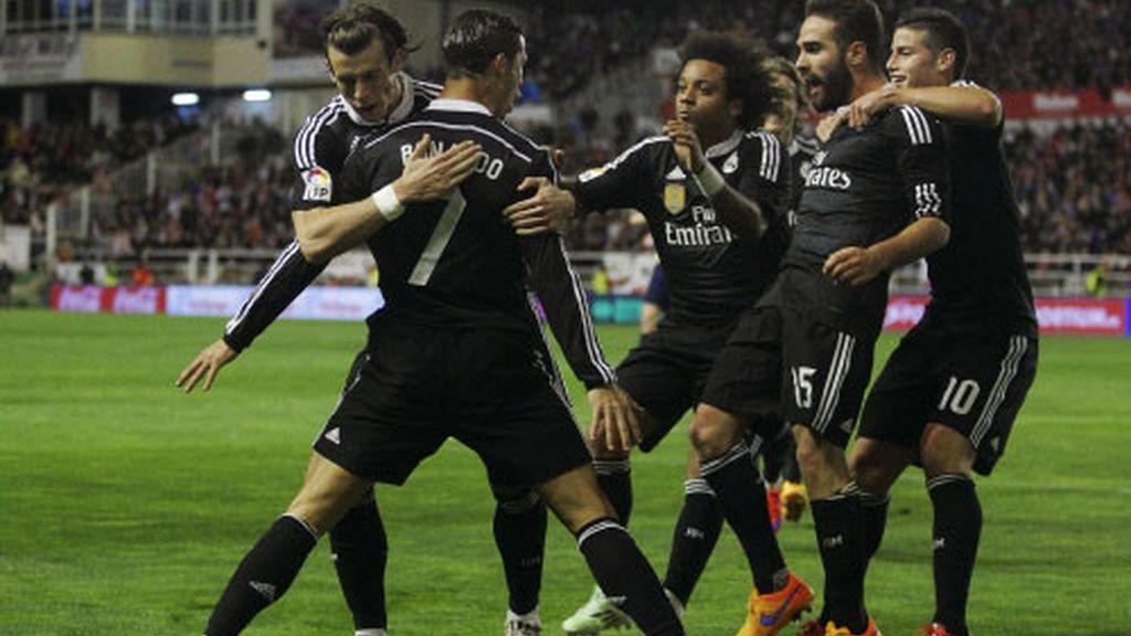 El Real Madrid gana en Vallecas para seguir la estela del Barça