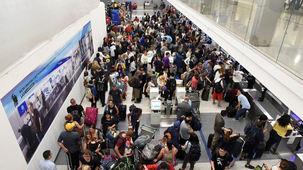 La terminal 7 del aeropuerto de Los Ángeles fue un caos