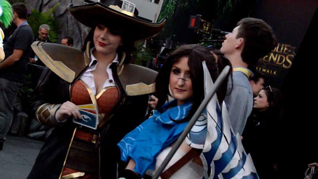 Los cosplayers de LoL compiten con las caracterizaciones de Halloween en Los Ángeles
