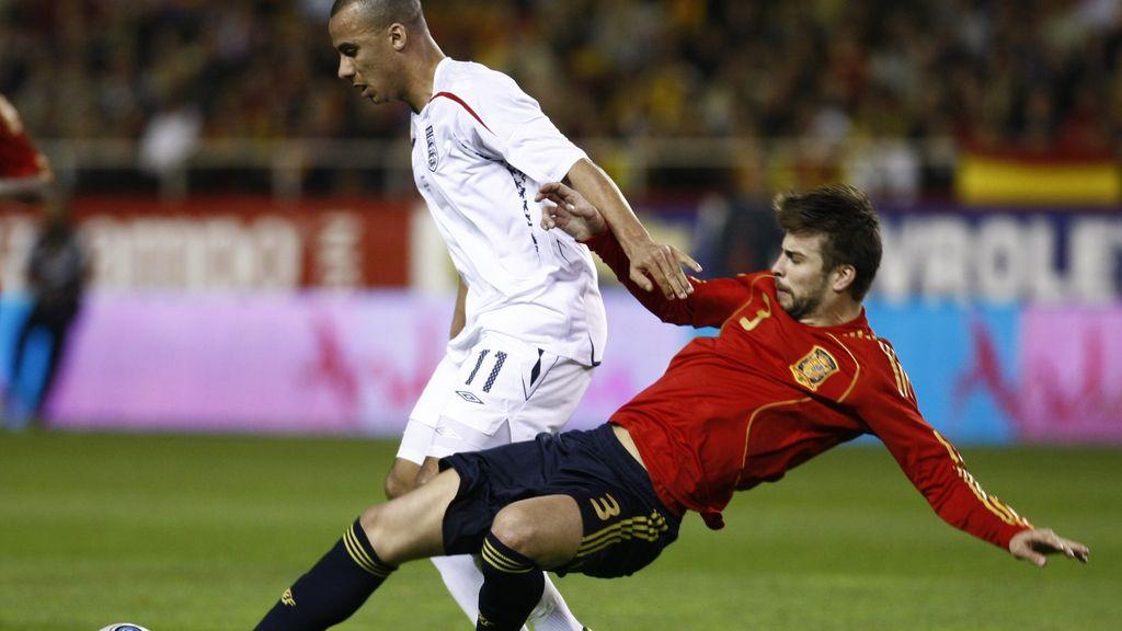 Internacional desde el 11 de febrero de 2009: debutó ante Inglaterra