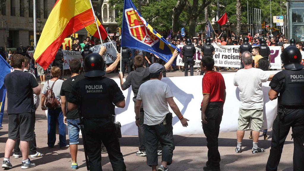 Tensión entre neonazis y antifascistas por la reapertura de una librería precintada en Barcelona
