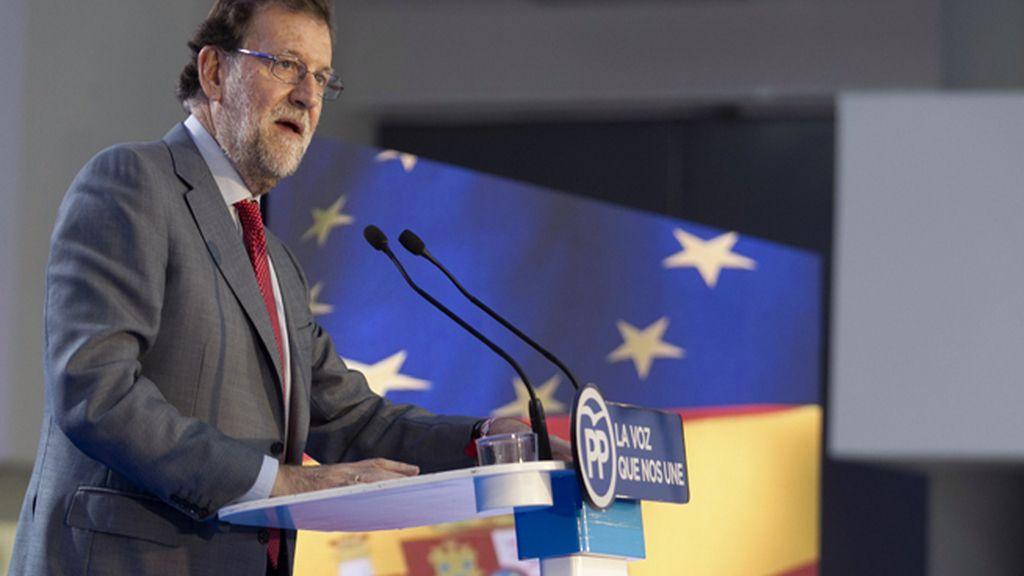 """Rajoy dice a Sánchez que no puede formar un Gobierno de """"un cuarto de hora"""""""