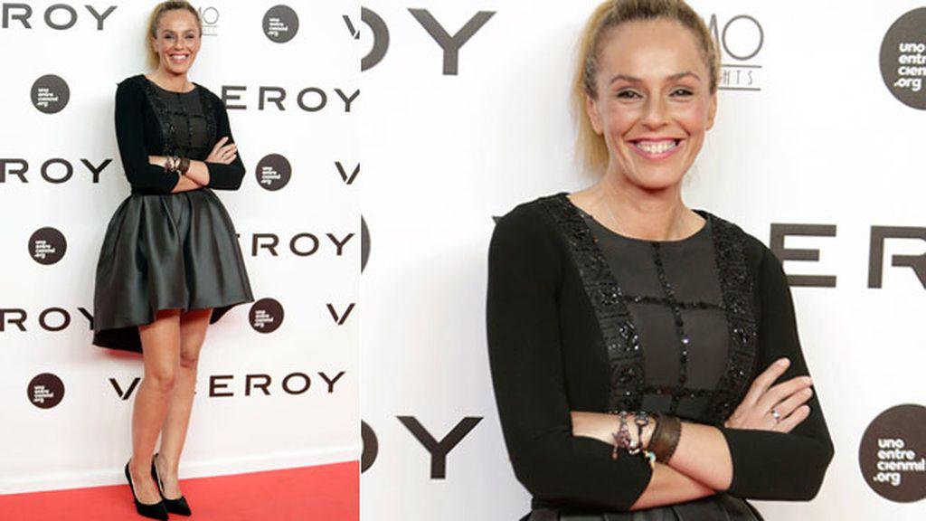 Rocío Carrasco, estrenando alianza, con 'total black look'