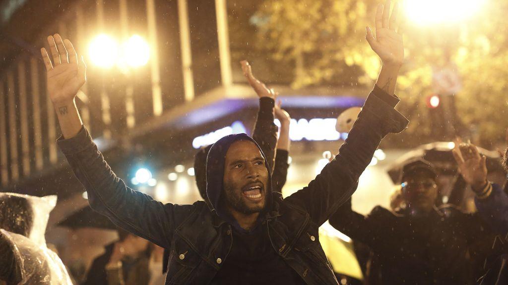 Protestas  e incidentes por la exoneración de otro policía blanco por la muerte de un negro en EEUU