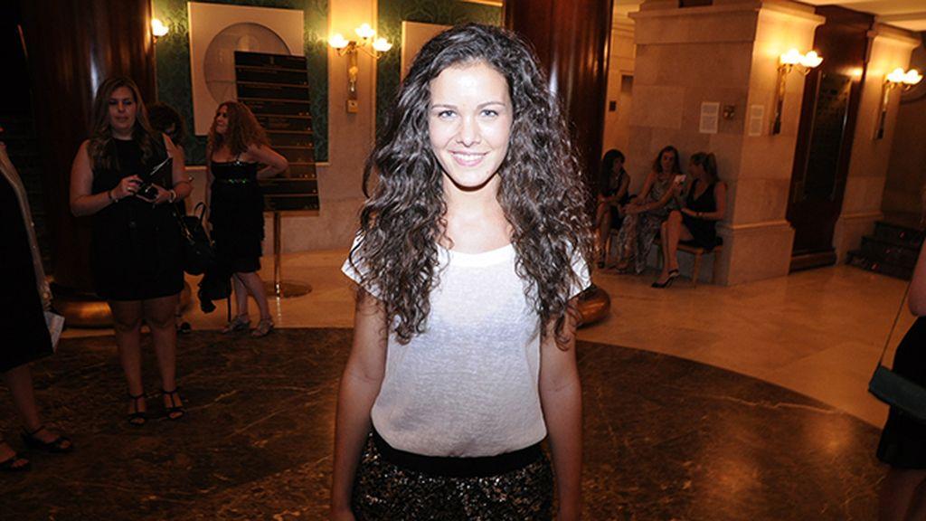 Sandra Blázquez llegó al teatro en familia para disfrutar del espectáculo de Alejandro Fernández