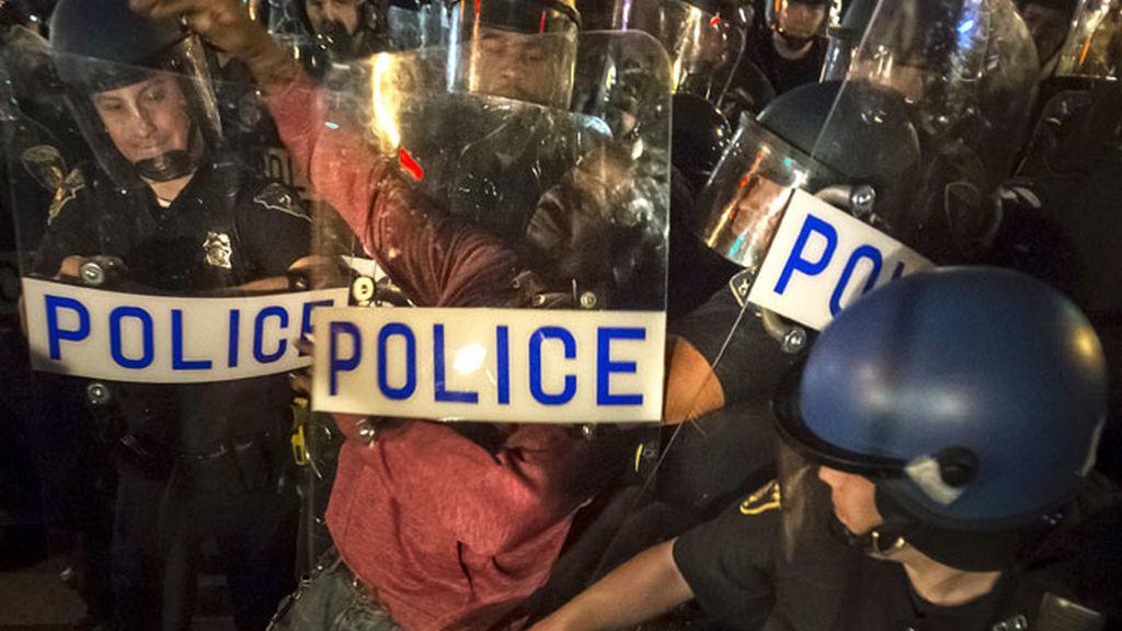 Leves enfrentamientos en Baltimore en protesta contra la violencia policial