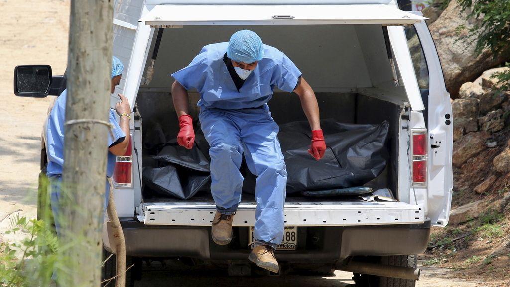 Asciende a diez el número de cadáveres hallados en fosas comunes de Acapulco