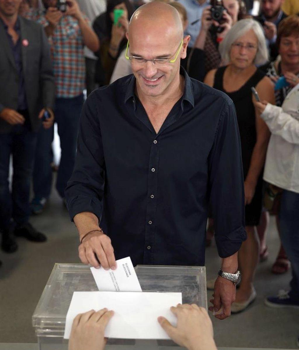 Raül Romeva ejerce su derecho al voto