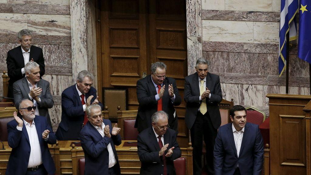 El Gobierno de Tsipras supera una cuestión de confianza