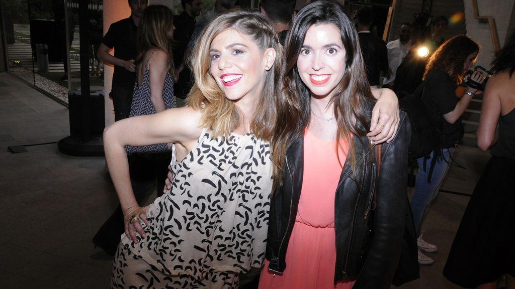 Manuela Velasco junto a su hermana Carlota
